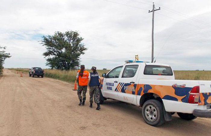 Hallaron una camioneta abandonada e investigan si fue usada por los prófugos