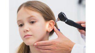 Por la exposición al agua, aumentan los casos de otitis externa en verano
