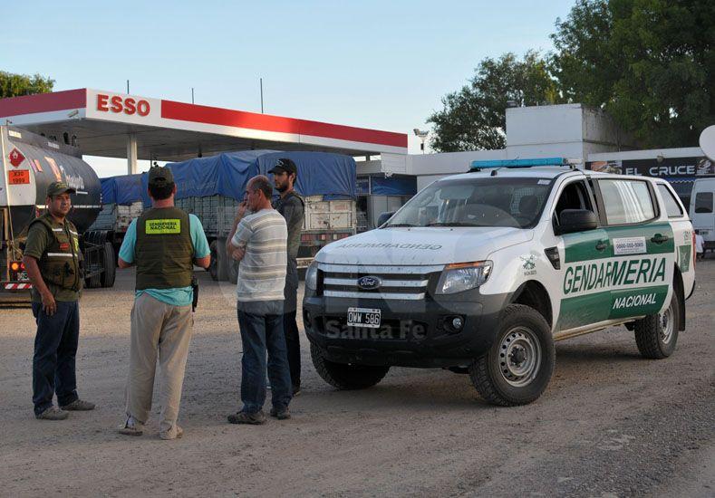 La estación de servicio que hizo de base de operaciones de las fuerzas de seguridad. / Juan M. Baialardo