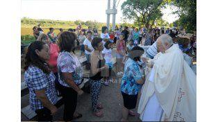 Arancedo dio misa en la manzana 1 de Alto Verde./ José Busiemi.