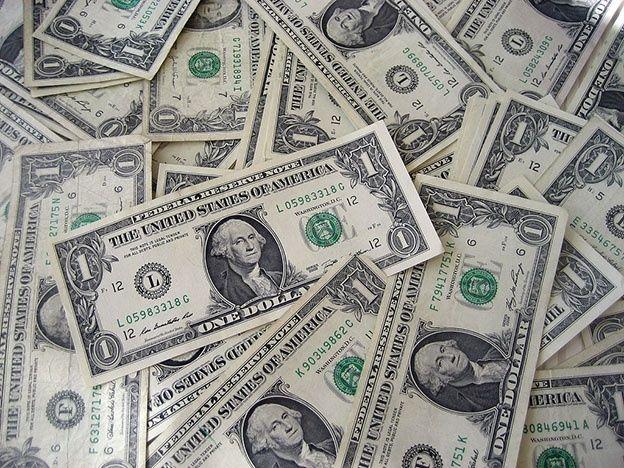 El dólar se disparó a $14 y alcanzó un nivel récord