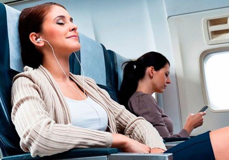 Pasillo, centro o ventanilla: ¿qué asiento prefieren los pasajeros de avión?