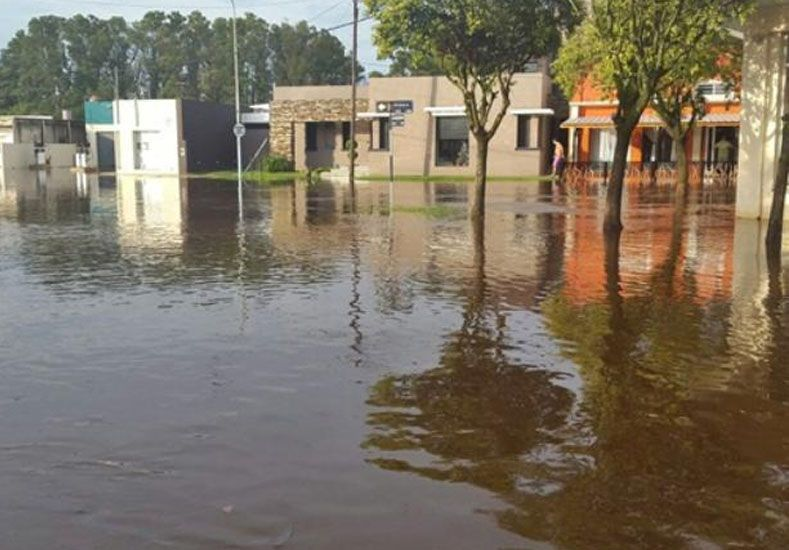 Las lluvias inundaron a varias localidades del sur de la provincia de Santa Fe