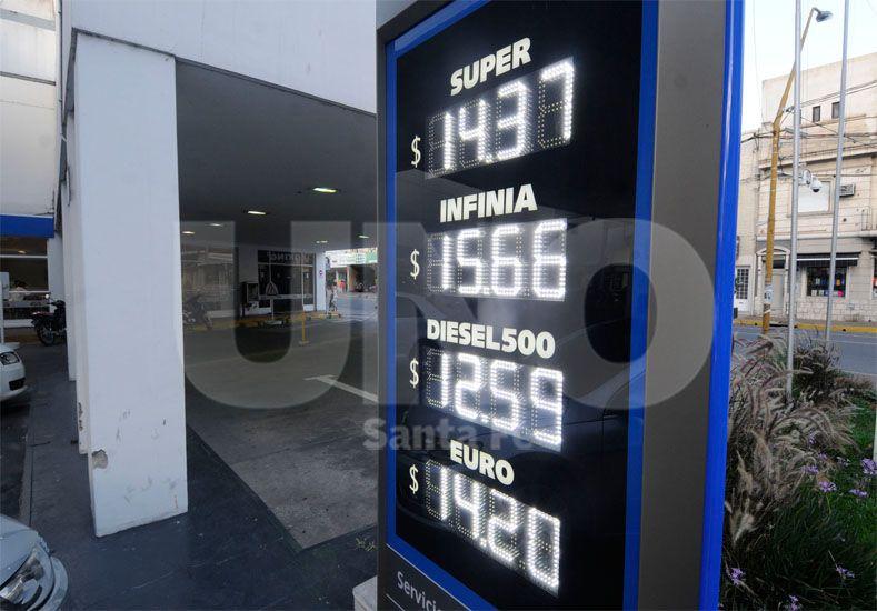 La suba en los combustibles es escalonada / Foto: José Busiemi - Uno Santa Fe