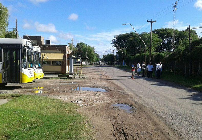 Uno de los cortes que realizan los vecinos en Riobamba al 8600./ Matias De Philippis.