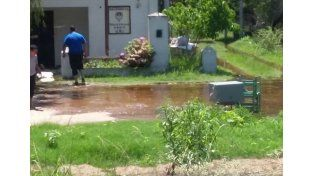 Arroyo Leyes: el agua llegó hasta la Comisaría