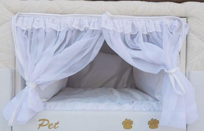 Una novedosa cama incluye un lugar especial para poder dormir con las mascotas