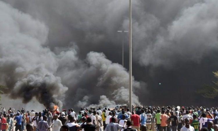 Al menos cien muertos en Nigeria por una explosión de gas en una planta industrial