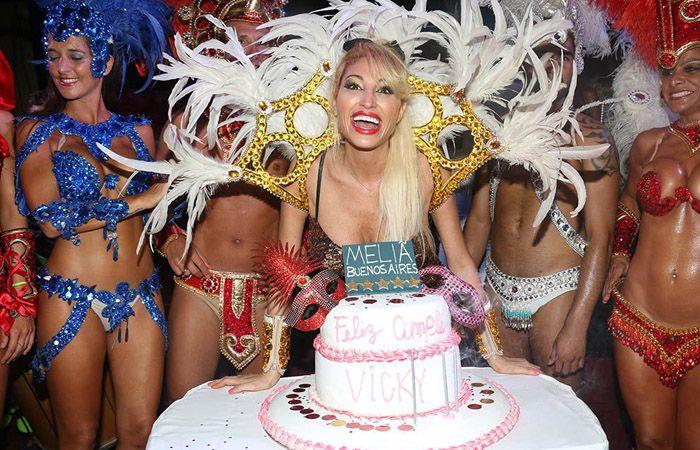 Vicky Xipolitakis celebró su cumpleaños con un blooper