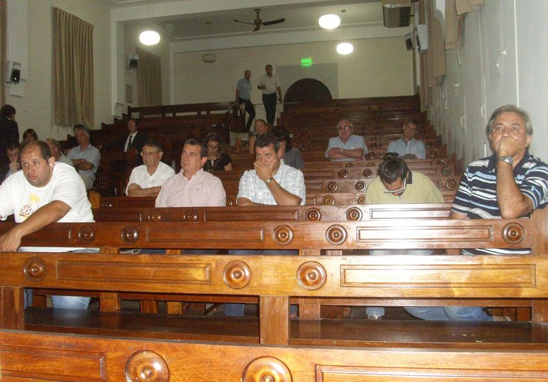 En audiencia. La asamblea se realizó en la Facultad de Ciencias Jurídicas y Sociales.