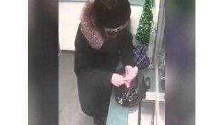 Insólito robo hizo una viejita en un banco