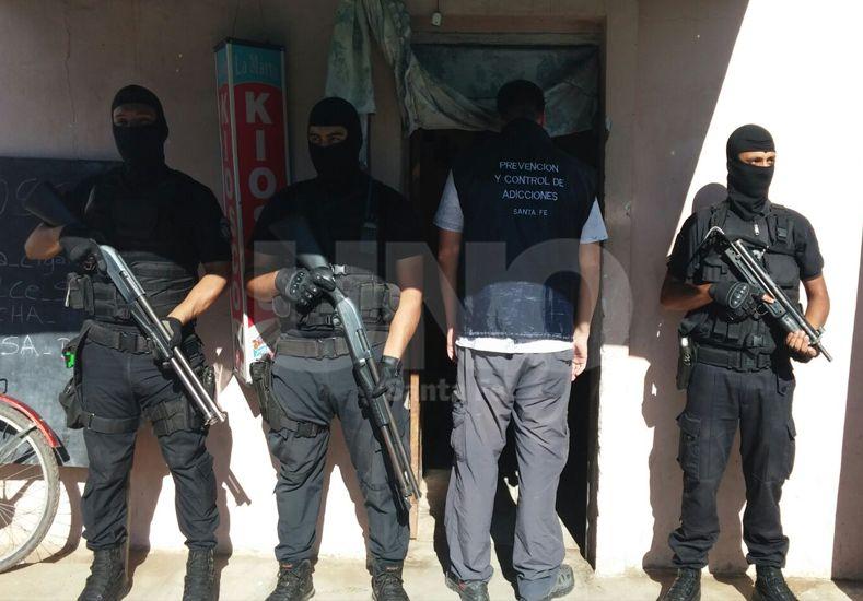 Detuvieron a dos vendedores de drogas en el barrio Barranquitas Oeste