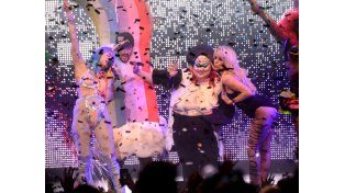 Miley Cyrus y Pamela Anderson, dos diosas provocativas en el escenario