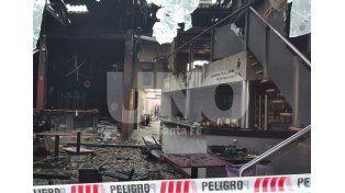 Dos hermanos resultaron con graves quemaduras tras el incendio del pub Tiro Loco