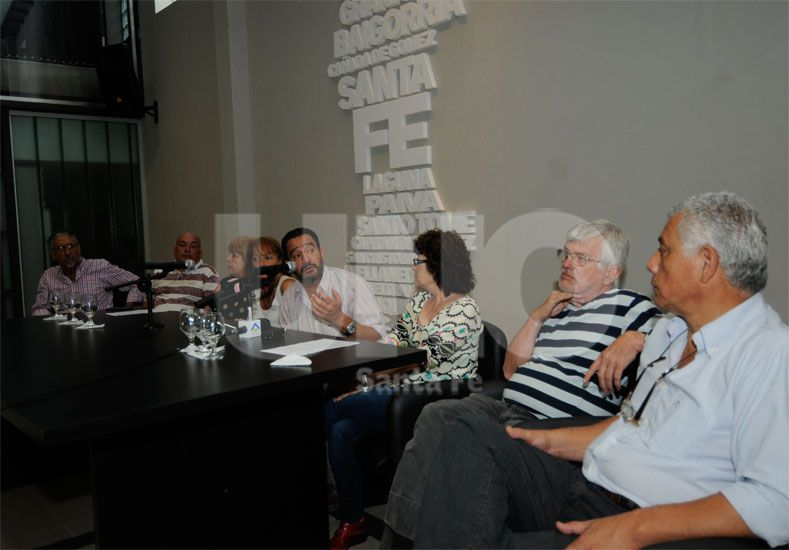 Unidad. La comisión intersindical del sector público se mostró preocupada por los salarios / Foto: José Busiemi - Uno Santa Fe