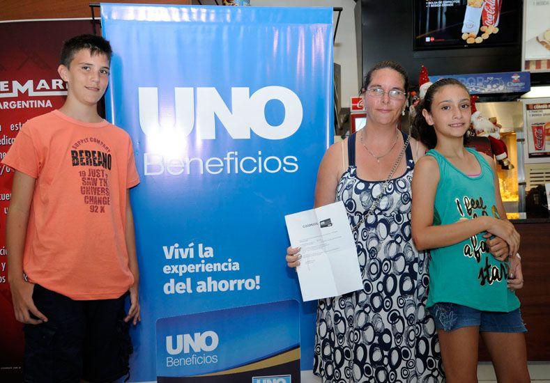 Nicolás y Julieta Vicenti y Sonia Sarano / Diario UNO: Mauricio Centurión