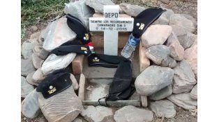 Así se construyó el monolito en honor a los gendarmes de la tragedia