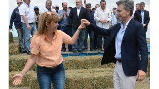 Sapucay. Una productora correntina se dio el gusto de bailar un chamamé con el presidente de la Nación.