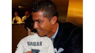 El emotivo gesto de CR7 con un niño huérfano