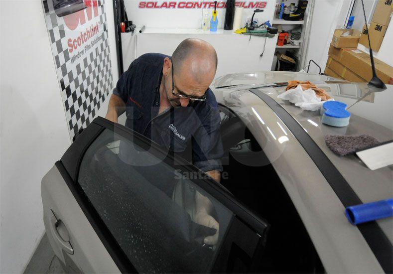 Sin láminas. El Ejecutivo provincial considera que no contribuyen a mejorar la seguridad vial / Foto: Manuel Testi - Uno Santa Fe