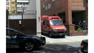 Personal de a Policía Federal y de Bomberos participó del operativo en Belgrano. (Foto: NA)