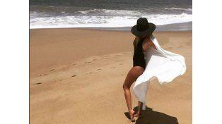 Isabel Macedo calma su pena a la orilla del mar
