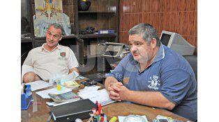 Soñadores. Omar Affranchino (derecha) y el tesorero Gerardo Rebaudino./ Manuel Testi.