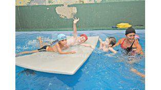 Todos al agua. A partir de los cinco años los chicos ya cuentan con una atención y especialización acorde./ Manuel Testi.