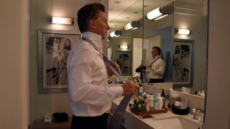 ¿Quién es la mujer desnuda en el baño de Mauricio Macri?