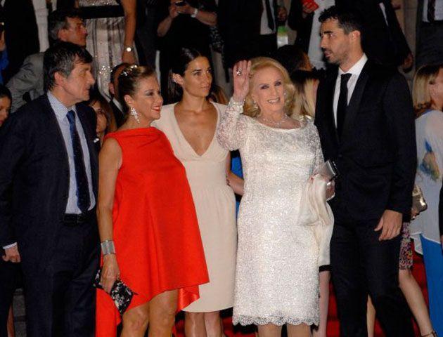 El escote de Juanita se llevó todas las miradas en la gala del Teatro Colón