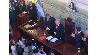 Miguel Lifschitz juró en la Legislatura como nuevo gobernador de Santa Fe