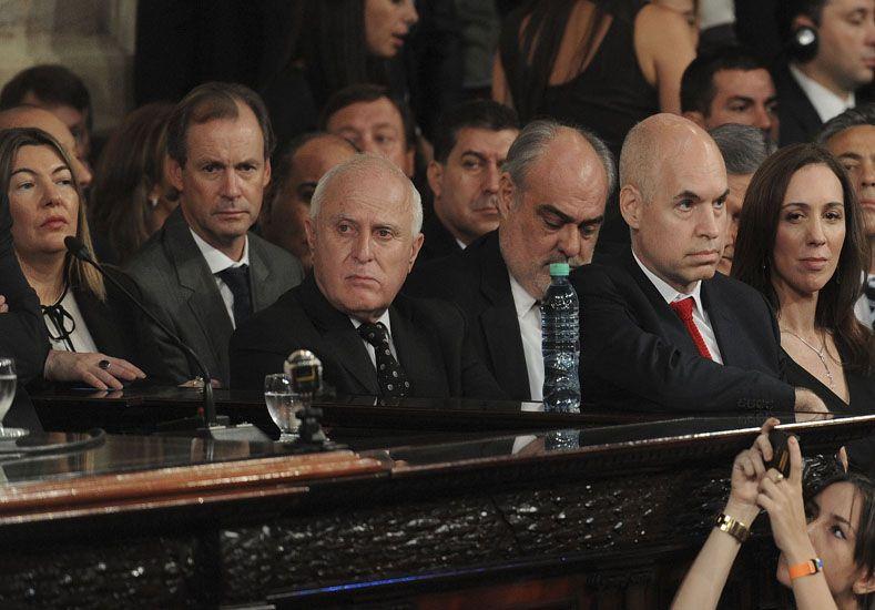 Asunción. El gobernador electo Miguel Lifschitz jurará hoy a las 9.30 en la Cámara de Diputados con la presencia del gobernador saliente