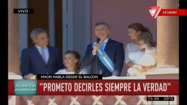 Macri habló desde el balcón de la Rosada y celebró que nos  podamos expresar con libertad en la República Argentina
