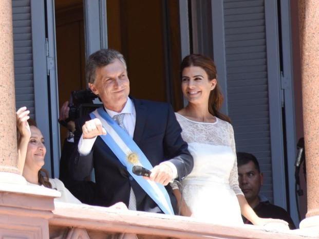 Mauricio Macri desplegó su tradicional bailecito y estallaron los aplausos en la plaza.