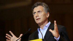 Asume Macri jurando ante el titular del Senado tras 12 horas del Pinedismo