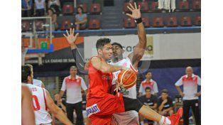 Unión estuvo lejos de repetir las actuaciones que logró de visitante y perdió contra San Isidro.
