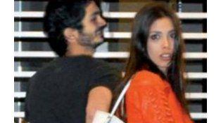 La foto de tapa de Paparazzi muestra a Maypi junto al Chino Darín.