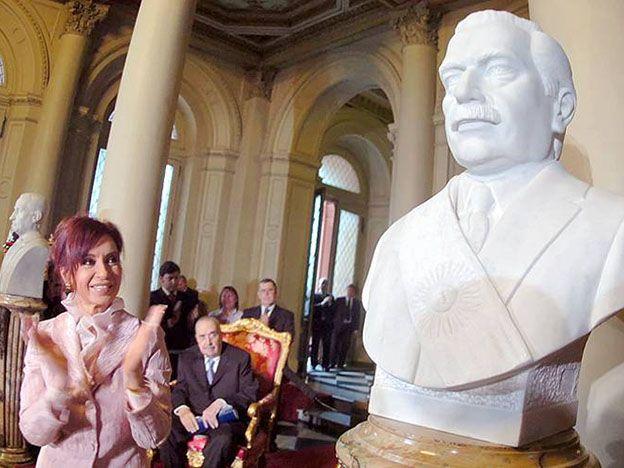 Cristina durante el acto de inauguración del busto de Ricardo Alfonsín.