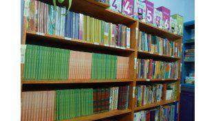 Completa. Tiene libros para todas las edades. Recibieron también una donación desde la Nación. Foto gentileza: Gabinete joven