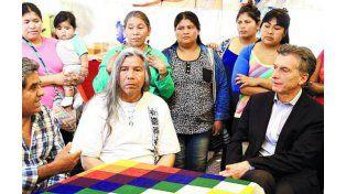 Macri visitó en la campaña el acampe de la comunidad Qom.