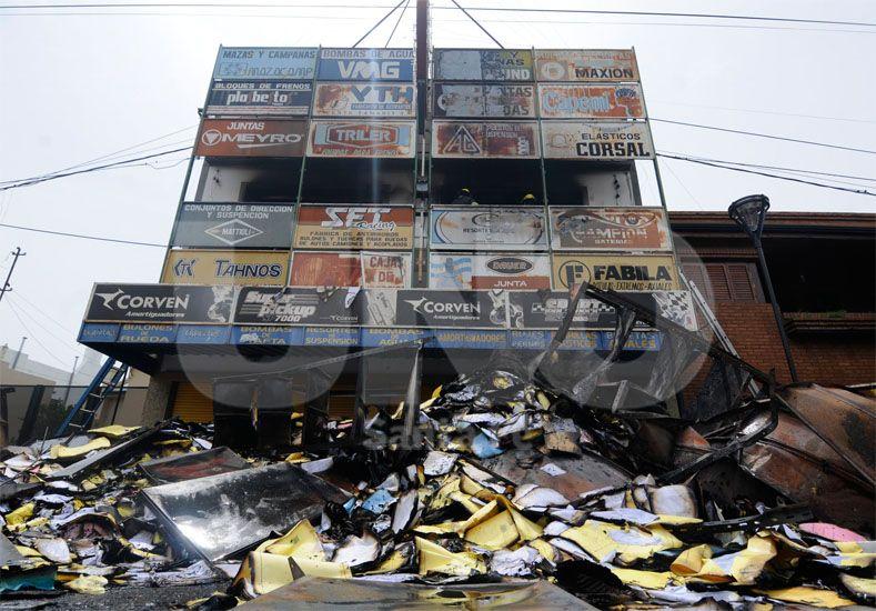 Peritajes. Para comprobar la causa que produjo el incendio fatal / Foto: Manuel Testi - Uno Santa Fe