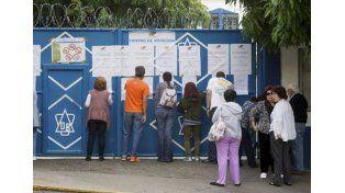 Elecciones en Venezuela: extendieron el cierre de los comicios y la oposición denunció irregularidades