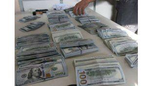 Intentaron pasar dólares por la Aduana de Gualeguaychú pero la perra de AFIP los descubrió