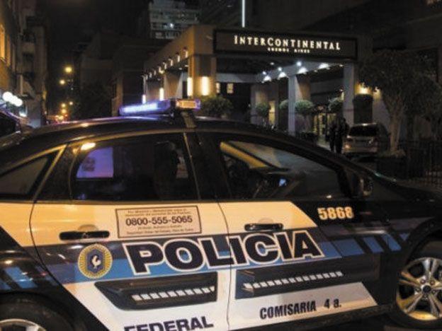 Detuvieron a cinco ciudadanos sirios y un menor en un hotel del microcentro porteño con pasaportes truchos