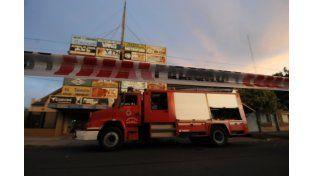 Murió un hombre en un incendio en el primer piso de una firma comercial del barrio Los Hornos