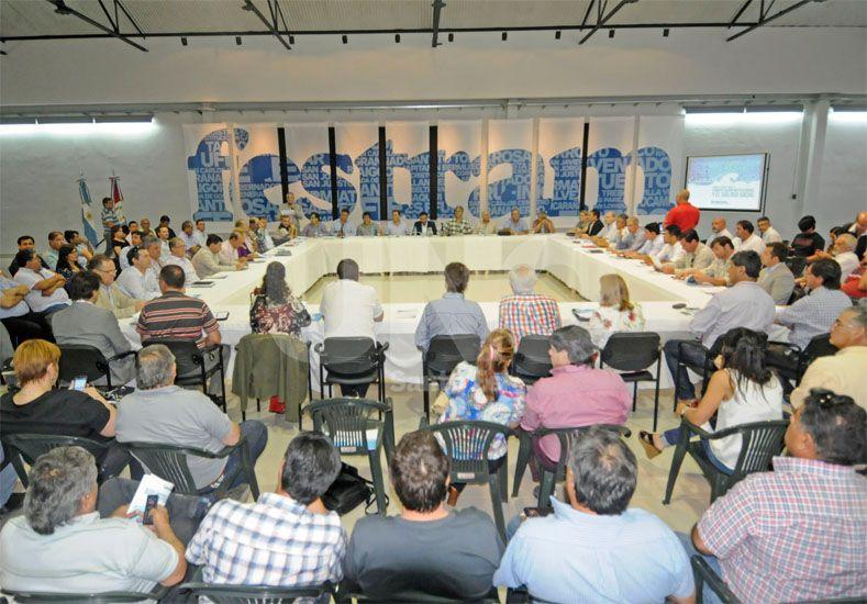 Encuentro. La reunión contó con una concurrida participación de mandatarios de la provincia / Foto: Manuel Testi - Uno Santa Fe