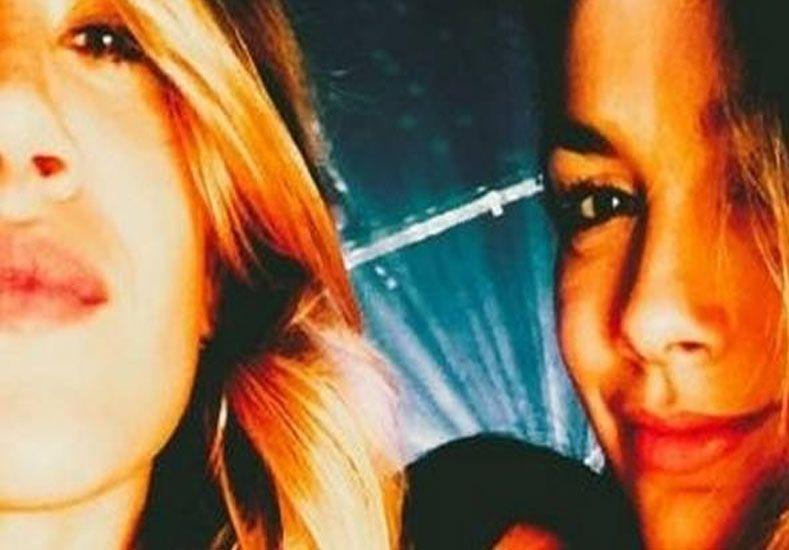 La picante foto de dos actrices