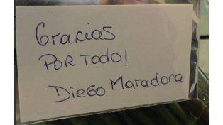 La nota que llevaba el ramo que llegó a la Presidencia. (Foto @CFKArgentina)