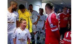 Mirá la reacción de este nene al darse cuenta que está al lado de Rooney