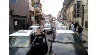 Choferes se movilizaron por seguridad y un ladrón intentó robar un taxi